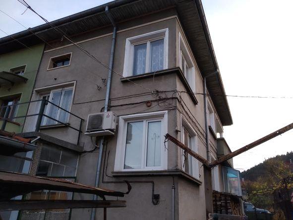 Продава втори етаж - къща в Троян
