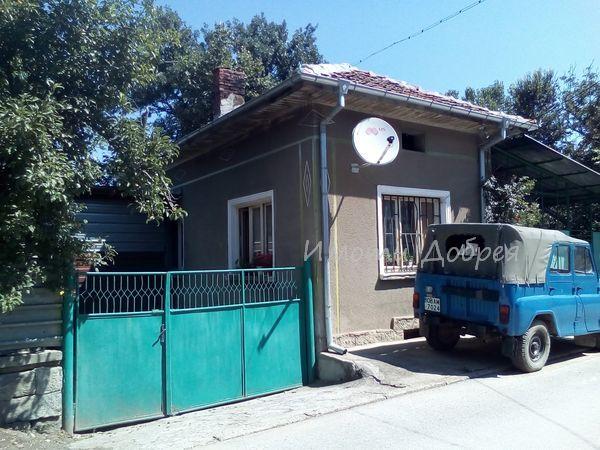 Продава къща в близост до троян