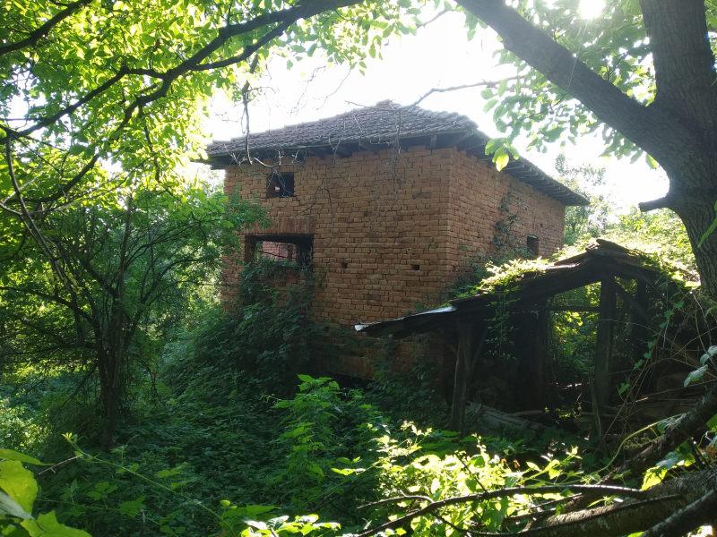Къща с 4 дка в Априлци