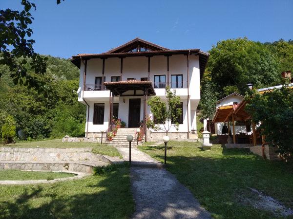 Продава къща за гости в Троянския балкан до Чифлик