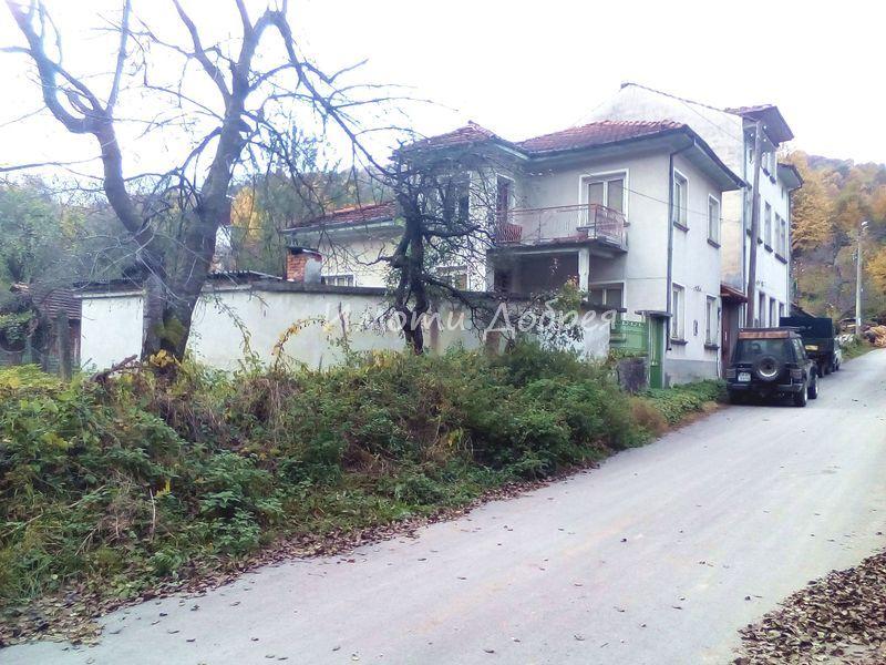 къща за продан в черни осъм троян