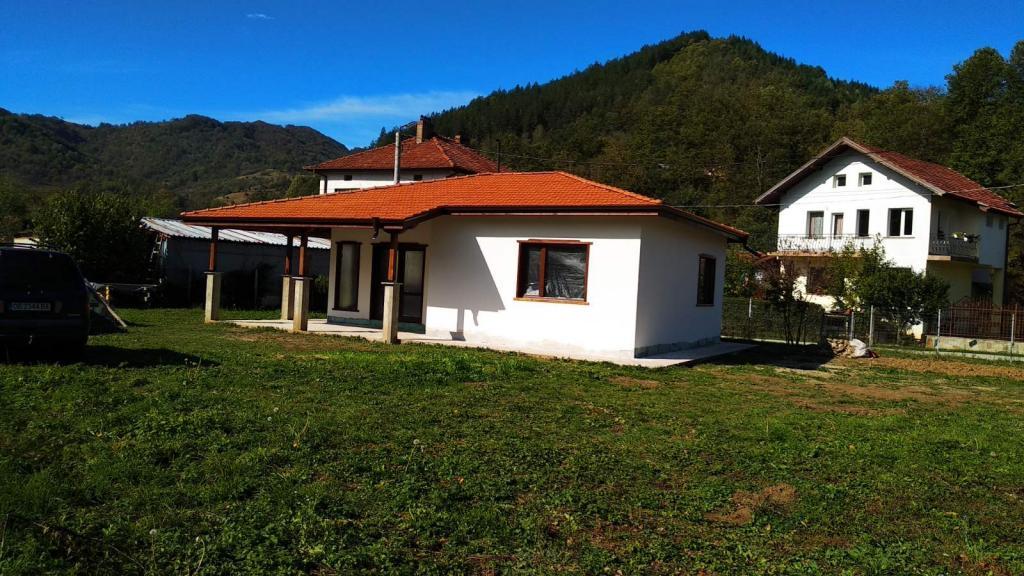 Продава къща ново строителство Бели Осъм троянско